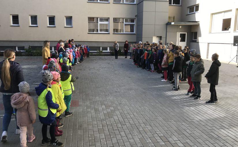 """Priešmokyklinukai dalyvavo """"Kalnėnų"""" progimnazijos organizuotame sportiniame renginyje """"Olimpinis mėnuo"""""""